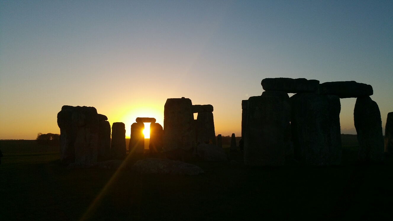 Stonehenge sunrise tour: copyright